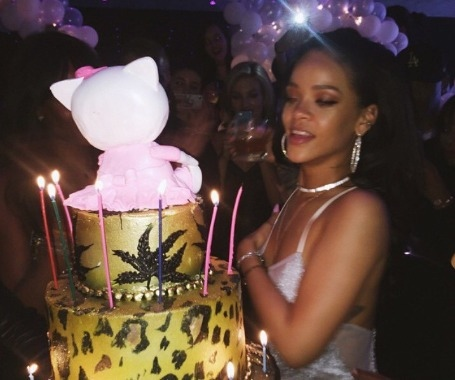 Rihanna dating richie akiva 8