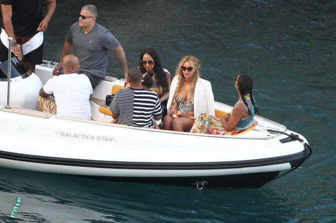 Beyonce-Jay-Z-et-Blue-Ivy-le-10-septembre-2015_portrait_w674 (2)
