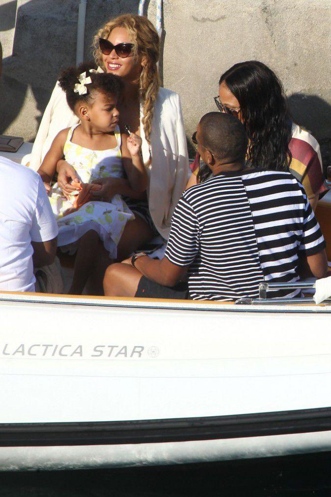 Beyonce-Jay-Z-et-Blue-Ivy-le-10-septembre-2015_portrait_w674 (7)