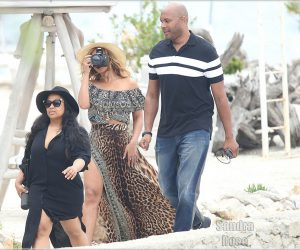 Beyonce Knowles Jay Z , Blue Ivy carter in France  south of France near Cannes,they are going to behave lunch in the lerins island. Pictured: Beyonce Knowles Ref: SPL1128409  160915   Picture by: Splash News Splash News and Pictures Los Angeles:310-821-2666 New York:212-619-2666 London:870-934-2666 photodesk@splashnews.com