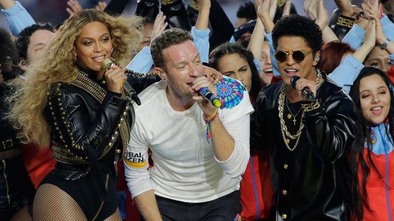Super Bowl : watch Beyoncé and Bruno Mars steal the show from Coldplay at halftime
