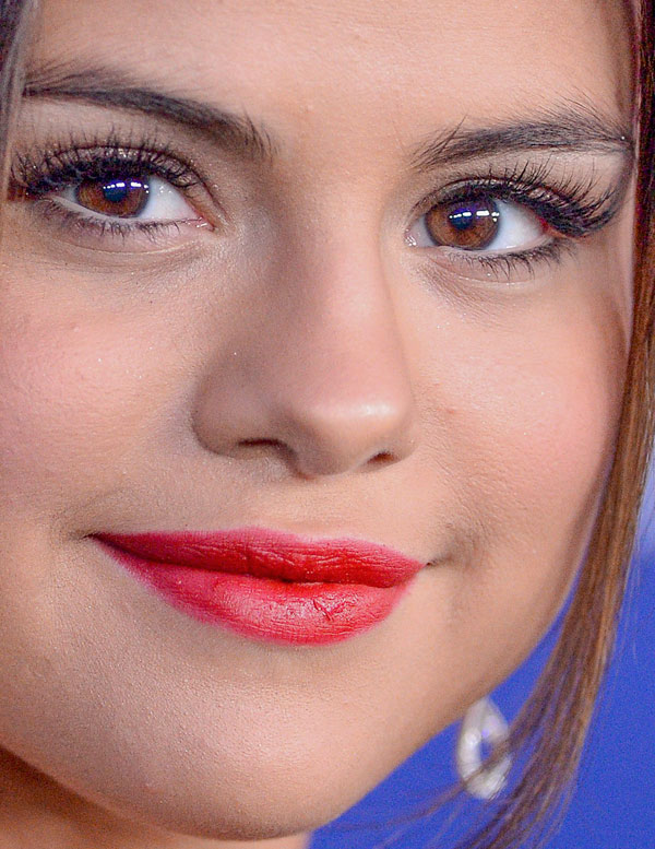 selena-gomez-close-up