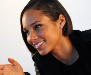 Alicia Keys bans her fans from using their phones at her concerts