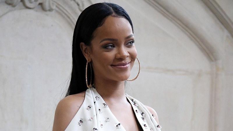 Rihanna reveals new hairstyle featuring dreadlocks - TRACE