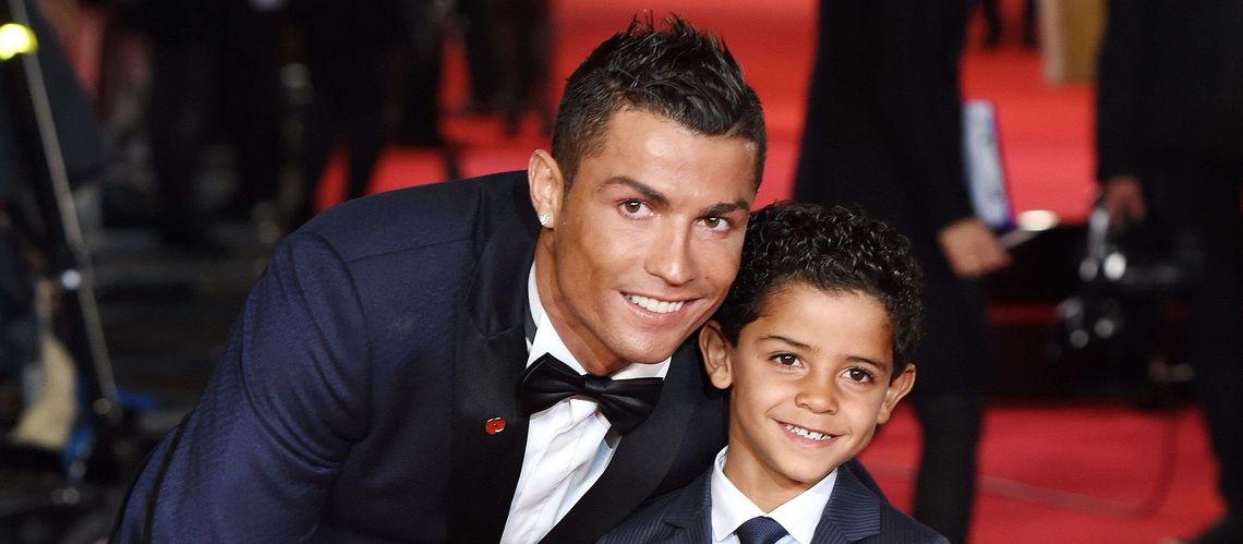 Еще в марте главный таблоид мира — английский the sun — сообщал, что футболист «совсем скоро» станет отцом мальчиков-близнецов.
