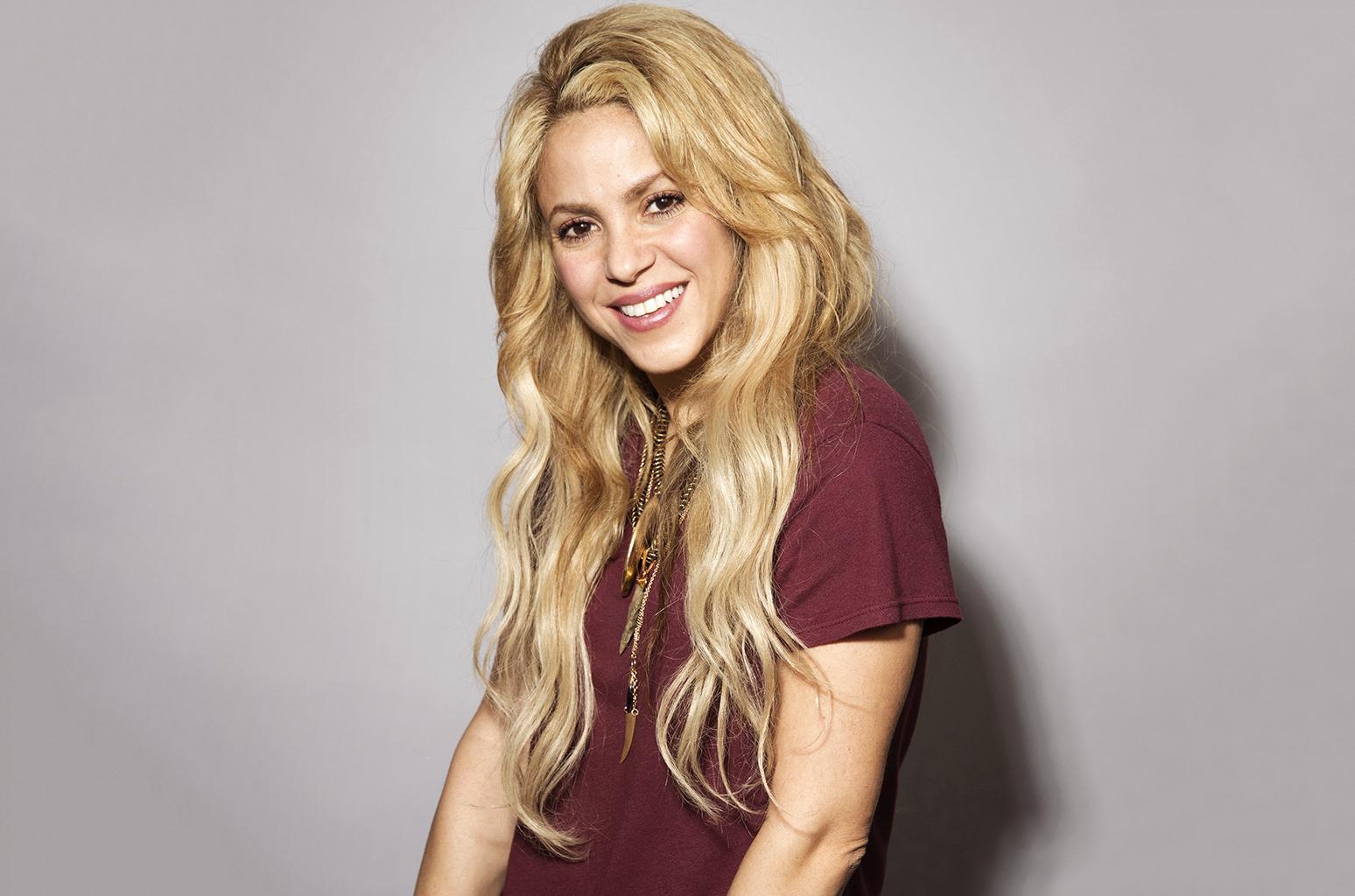 Shakira May Nude Photos 41