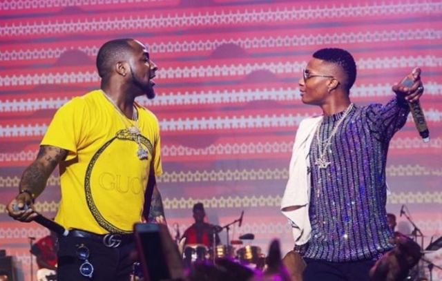 Wizkid brings out Davido during epic concert to fans' surprise