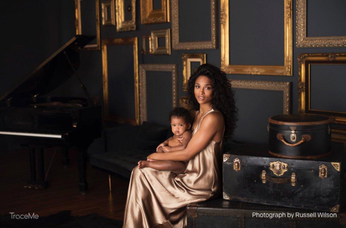 Певица Сиара впервые показала годовалую дочку Сиену
