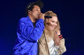 Beyonce and Jay Z hugging